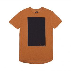camiseta naranja rectangulo negro