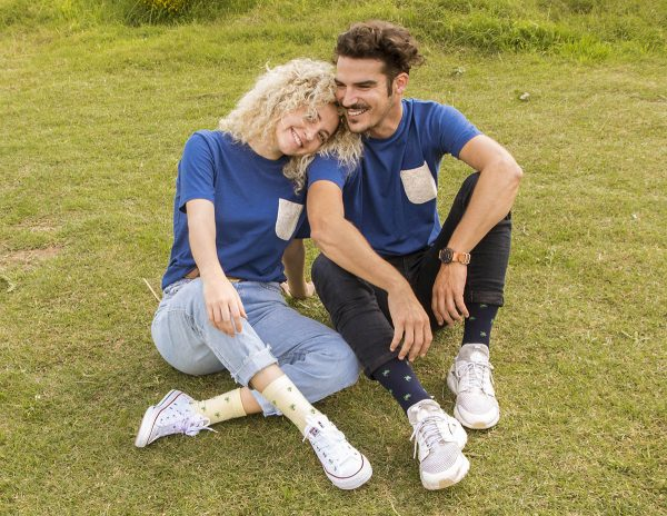 camiseta azul bolsillo