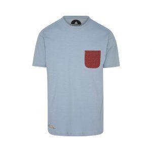 camiseta azul bolsillo rojo